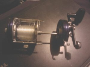 2. Pull the side plate straight away from the cage until the spindle is free of the spool